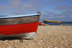 Barcos de pesca en la playa. Worthing. Reino Unido Fotografía de archivo libre de regalías