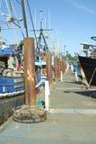 Barcos de pesca en los muelles. imagenes de archivo