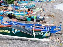 Barcos de pesca en Maasim, las Filipinas foto de archivo