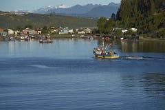 Barcos de pesca en Puerto Montt, Chile fotografía de archivo