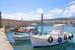 Barcos de pesca en puerto viejo en Rethymno Fotografía de archivo libre de regalías