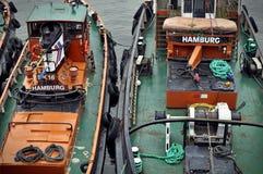 Barcos de pesca en Sankt Pauli en Hamburgo Foto de archivo