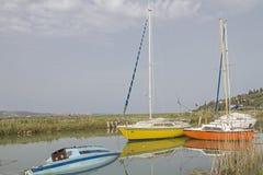 Barcos de pesca en Seca en Eslovenia Imagen de archivo libre de regalías