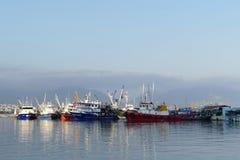 Barcos de pesca en un puerto Imagen de archivo libre de regalías