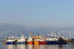 Barcos de pesca en un puerto Fotografía de archivo libre de regalías