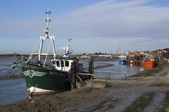 Barcos de pesca en viejo Leigh, Essex, Inglaterra foto de archivo