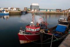 Barcos de pesca irlandeses no porto de Howth, condado Leinster Dublin Ireland fotografia de stock