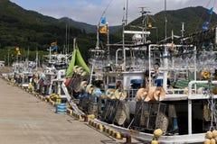 Barcos de pesca japoneses do calamar imagens de stock royalty free