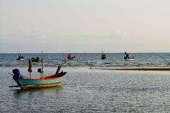 Barcos de pesca listos para ir Fotografía de archivo