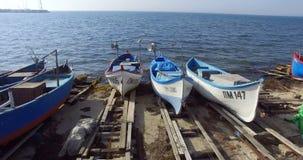 Barcos de pesca listos para ir al mar, Pomorie en Bulgaria metrajes