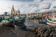 Barcos de pesca de madeira tradicionais na ilha de Bali Imagens de Stock Royalty Free