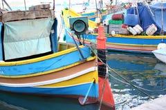 Barcos de pesca, Marsaxlokk, Malta Imagenes de archivo