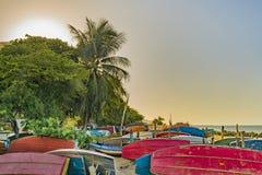 Barcos de pesca na areia na praia de Fortaleza Fotos de Stock Royalty Free