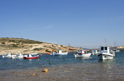 Barcos de pesca na ilha de Koufonisi Foto de Stock Royalty Free