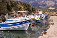 Barcos de pesca na porta imagens de stock royalty free