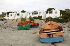 Barcos de pesca na praia Fotografia de Stock Royalty Free