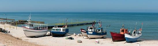 Barcos de pesca na praia Imagens de Stock