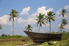 Barcos de pesca na praia em Goa Fotos de Stock Royalty Free