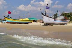 Barcos de pesca na praia em Goa Foto de Stock Royalty Free