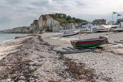 Barcos de pesca na praia de Yport em Normandie, França Imagem de Stock