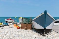Barcos de pesca na praia de Yport em Normandie, França Fotos de Stock Royalty Free