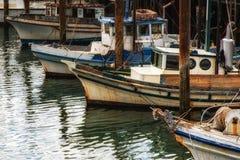 Barcos de pesca no cais de Fishermans Foto de Stock