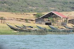 Barcos de pesca no canal de Kazinga, Uganda imagens de stock