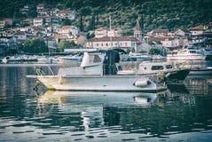 Barcos de pesca no fuzileiro naval, Trogir, filtro análogo foto de stock royalty free