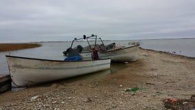 Barcos de pesca no lago Winnipeg fotos de stock royalty free