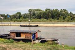 Barcos de pesca no Loire fotos de stock royalty free