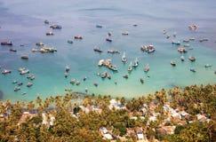Barcos de pesca no mar na ilha de Nam Du, Vietname do sul Fotos de Stock
