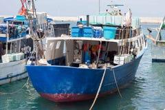 Barcos de pesca no porto, imagem de stock