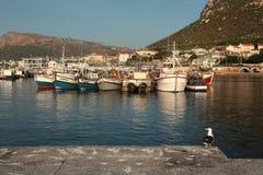 Barcos de pesca no porto da baía de Kalk Imagens de Stock