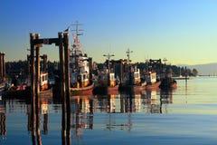 Barcos de pesca no porto de Nanaimo na luz do amanhecer, ilha de Vancôver, Canadá Fotografia de Stock Royalty Free
