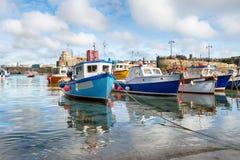 Barcos de pesca no porto de Newquay fotos de stock