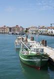 Barcos de pesca no porto de Saint-Jean de Luz - de Ciboure Aquitaine, Fotos de Stock