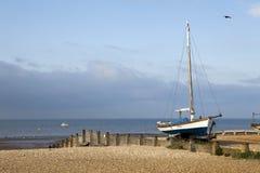 Barcos de pesca no porto em Whitstable, Kent fotografia de stock royalty free