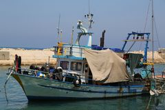 Barcos de pesca no porto de Jaffa no mar Mediterrâneo, situado na cidade velha de Jaffa, Israel Imagem de Stock