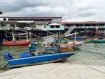 Barcos de pesca no porto pequeno de Hua Hin Fotos de Stock Royalty Free