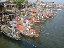 Barcos de pesca nos amigos Am, Tailândia Fotografia de Stock Royalty Free