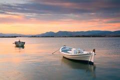 Barcos de pesca, Peloponnese, Grécia Fotografia de Stock Royalty Free