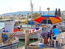 Barcos de pesca pequenos no porto de Kos em Grécia Fotos de Stock Royalty Free