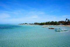 Barcos de pesca perto da costa Ilha de Cuyo Fotos de Stock