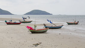 Barcos de pesca que parquean en las arenas Imágenes de archivo libres de regalías