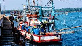 Barcos de pesca tailandeses Imagenes de archivo