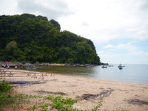 Barcos de pesca tailandeses amarrados Fotografía de archivo