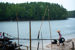 Barcos de pesca tailandeses no pingo de chuva Imagens de Stock