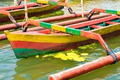 Barcos de pesca tradicionales coloridos del Balinese Imagen de archivo libre de regalías