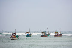 Barcos de pesca tradicionales de Galle, Sri Lanka Imagen de archivo libre de regalías