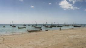 Barcos de pesca tradicionales en la playa Fotografía de archivo